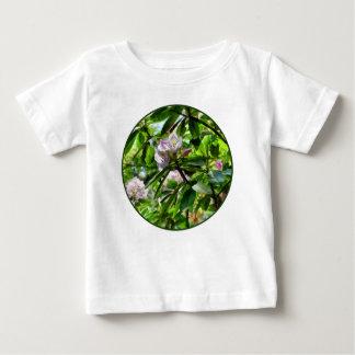 Les rhododendrons sont en fleur t-shirt pour bébé