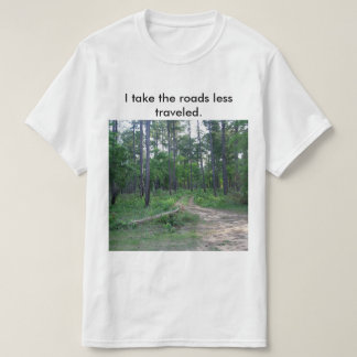 Les routes moins ont voyagé le T-shirt des hommes