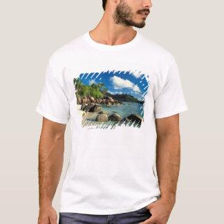 Les Seychelles, île de Mahe, plage d'Anse Royale. T-shirt