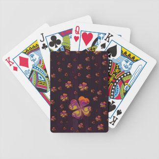 Les shamrocks chanceux   célèbrent jeu de cartes