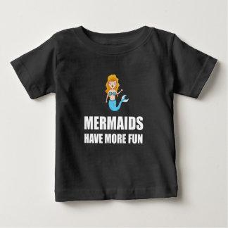 Les sirènes ont plus d'amusement t-shirt pour bébé