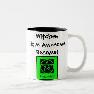 Les sorcières ont des balais impressionnants ! mug bicolore