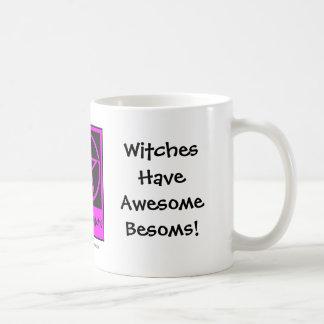Les sorcières ont des balais impressionnants ! mug blanc