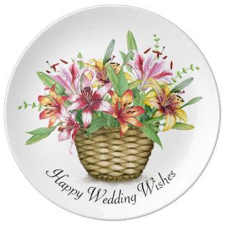 Les souhaits heureux de mariage ont décoré le plat assiette en porcelaine