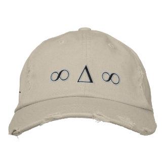 Les symboles ont affligé le casquette de sergé