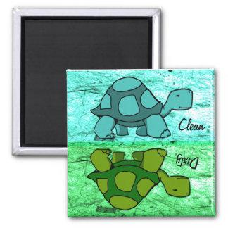 Les tortues nettoient/sale aimant