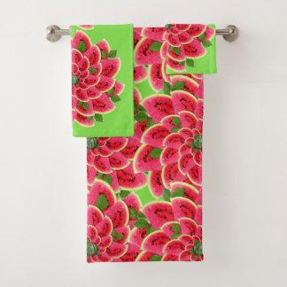 Les tranches de pastèque font des fleurs