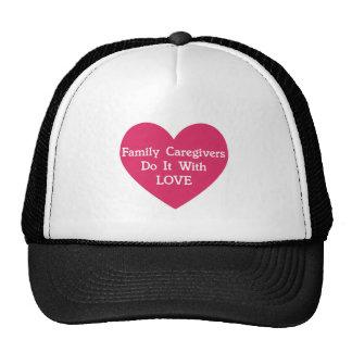Les travailleurs sociaux de famille le font avec casquettes de camionneur