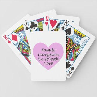 Les travailleurs sociaux de famille le font avec jeu de cartes