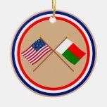 Les USA et drapeaux croisés par Madagascar Ornement