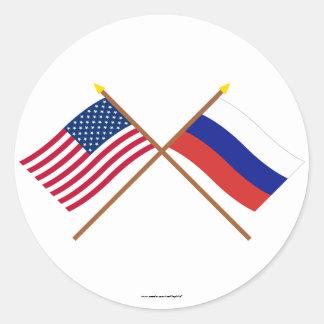 Les USA et drapeaux croisés par Russie Sticker Rond