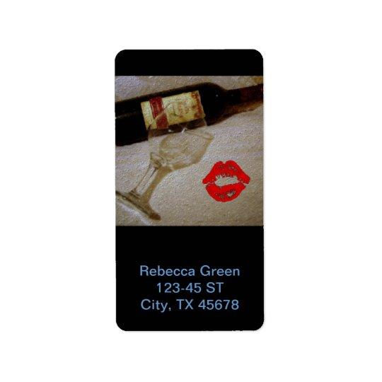 Les verres romantiques de vin rouge de baiser I Étiquette D'adresse