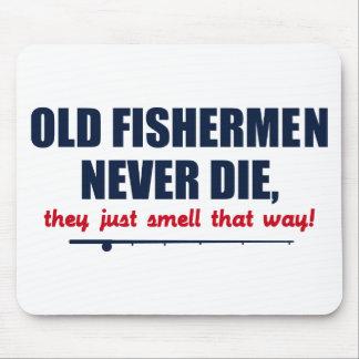 Les vieux pêcheurs ne meurent jamais, ils sentent  tapis de souris