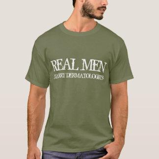 Les vrais hommes épousent des dermatologues t-shirt