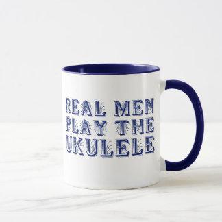 Les VRAIS HOMMES JOUENT la tasse d'UKULÉLÉ