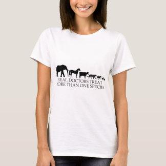 Les vrais médecins (vétérinaires) traitent plus t-shirt