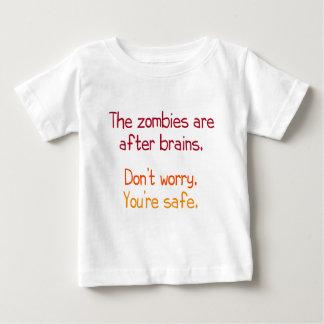 Les zombis sont après des cerveaux t-shirt pour bébé