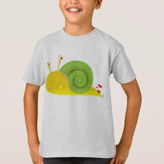 L'escargot confus badine le T-shirt
