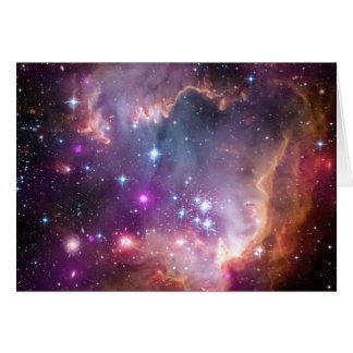 L'espace lumineux de nébuleuse tient le premier carte de vœux