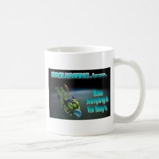 L'espace sautant - sauter bas est pour la poule mo tasses à café