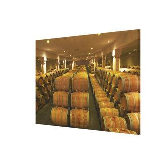 L'établissement vinicole, cave vieillissante de toiles