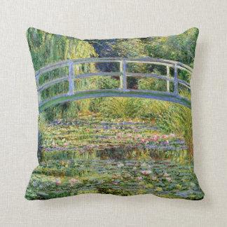 L'étang de nénuphar par des beaux-arts de Monet Coussins Carrés