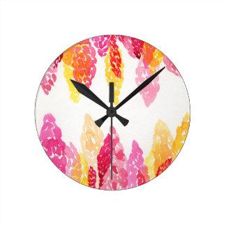L'été fleurit - des mufliers floraux - rose, horloge ronde