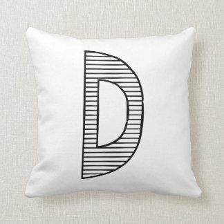 Lettre D, coussin initial