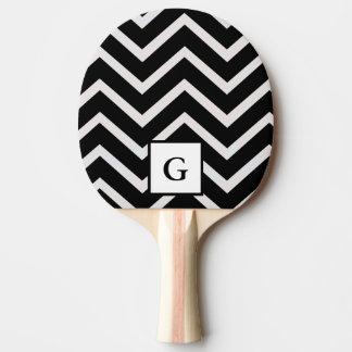 Lettre G dans des zigzags noirs et blancs Raquette De Ping Pong