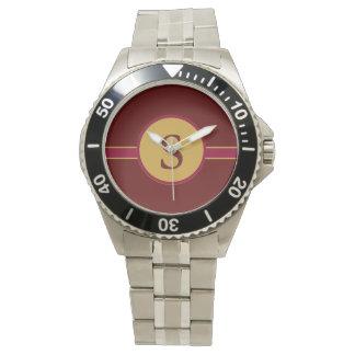 Lettre S décorée d'un monogramme de montre de