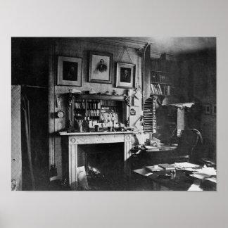 L'étude de Charles Darwin à vers le bas logent Posters