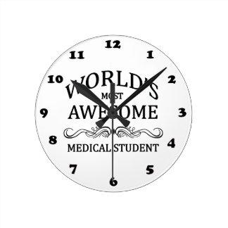L'étudiant en médecine le plus impressionnant du m horloge ronde
