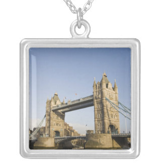 L'Europe, ANGLETERRE, Londres : Pont de tour/tard Collier