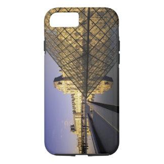 L'Europe, France, Paris. Le Louvre et verre Coque iPhone 8/7