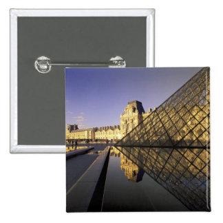 L'Europe, France, Paris. Le Louvre et verre Pin's