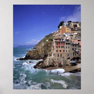 L'Europe, Italie, Riomaggiore. Riomaggiore est con Posters