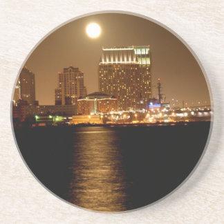 lever de la lune au-dessus de San Diego Dessous De Verre