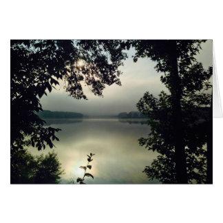 Lever de soleil brumeux de lac morning (#1 en carte de vœux
