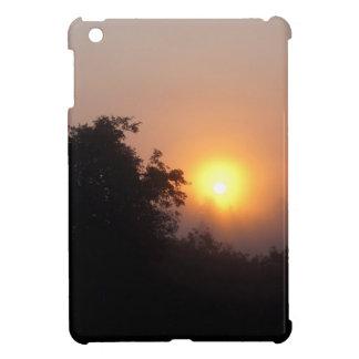 Lever de soleil brumeux de matin coque pour iPad mini