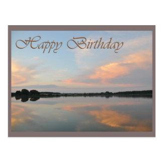 Lever de soleil de joyeux anniversaire au lac carte postale