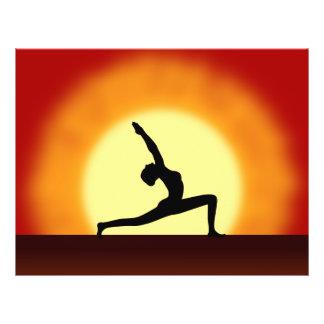 Lever de soleil de professeur de yoga posant prospectus 21,6 cm x 24,94 cm