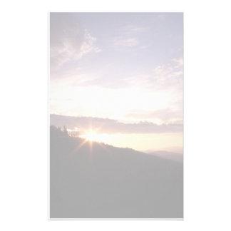 Lever de soleil fumeux de montagne papeterie