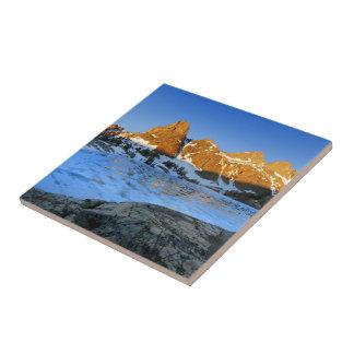 Lever de soleil gelé de lac minaret - sierra petit carreau carré