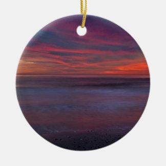 lever de soleil Pourpre-coloré sur le rivage Ornement Rond En Céramique