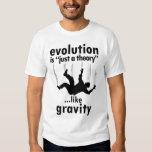 L'évolution est juste une chemise d'hommes de t-shirt