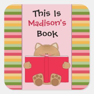 L'ex-libris mignon des enfants de chat et de livre sticker carré