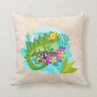 Lézard tropical avec des fleurs coussin