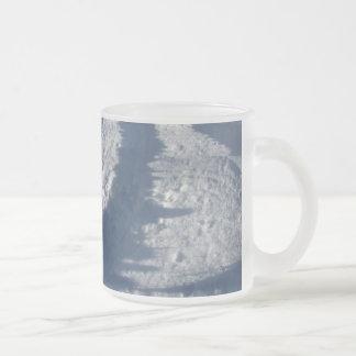 L'hiver ombrage la tasse de ~
