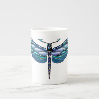 Libellule ornée de bijoux, tasse de porcelaine