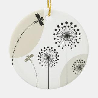 Libellule sur une fleur ornement rond en céramique